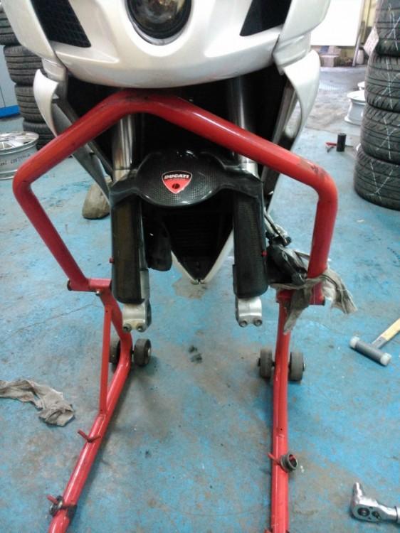 Přezouvání moto pneu